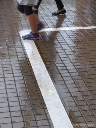 雨に濡れる歩道