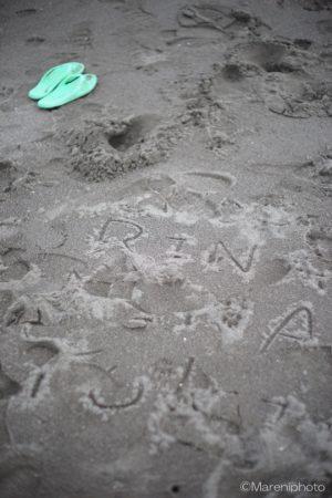 砂に描かれた文字