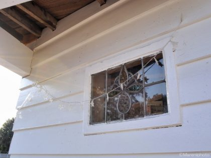 白い家の窓