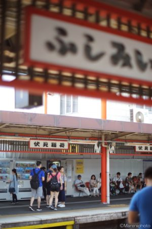 伏見稲荷駅のホーム