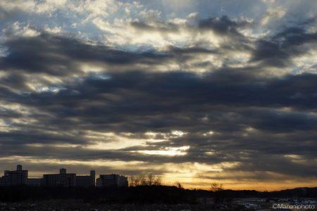 日の出の頃の曇り空