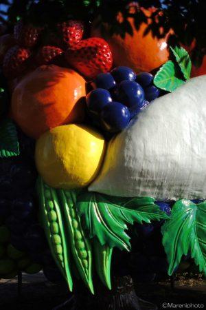 果物と野菜のオブジェ