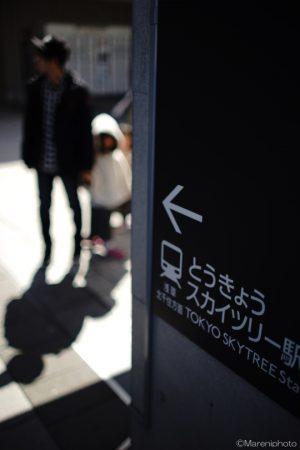 駅への案内板