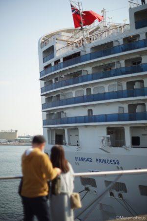 客船を見る人