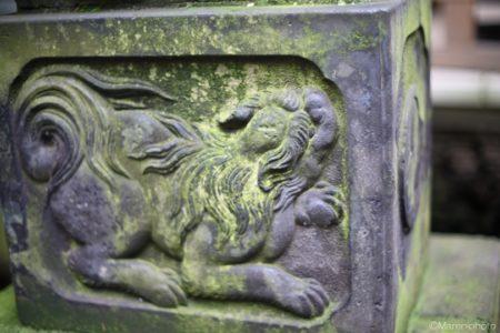 獅子の彫り物