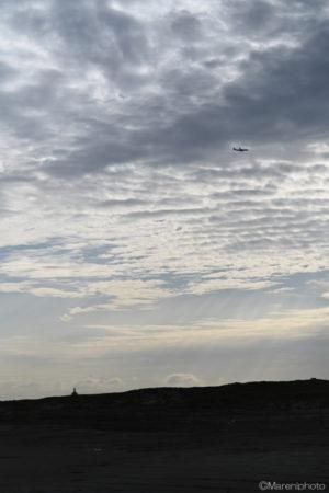 曇り空と飛行機