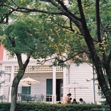 古い洋館の前