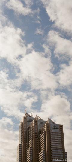 ビルと空と雲