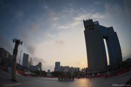 TOKYO2020聖火と日の出